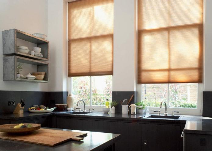 бумажный жалюзи в интерьере кухни