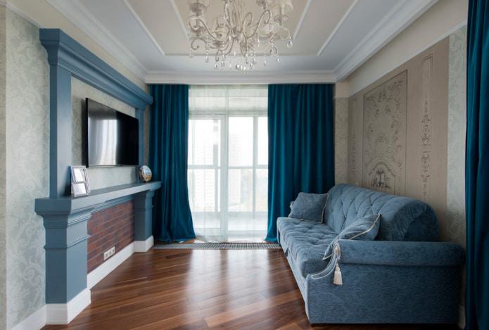 темно-голубая штора в гостиной