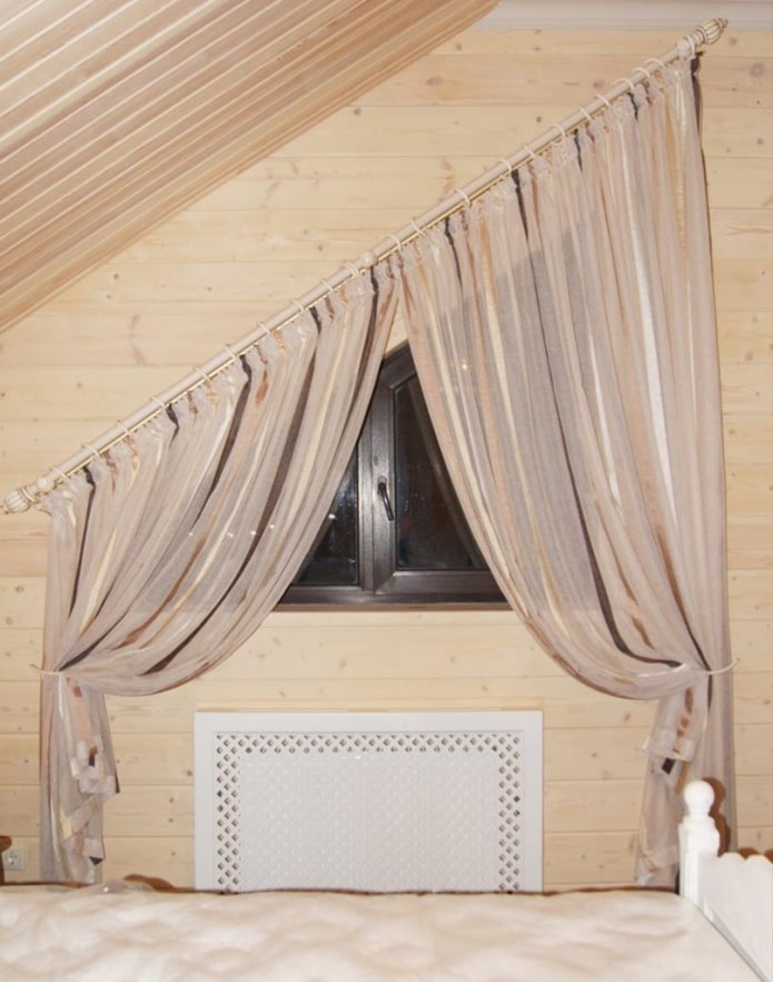 шторный карниз для скошенного окна