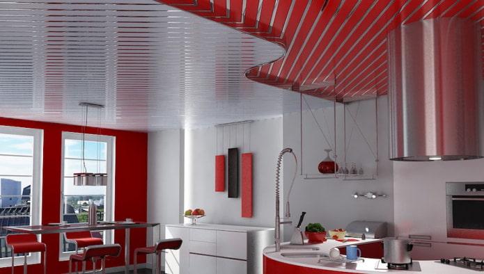 реечный потолок комбинированный с белым цветом