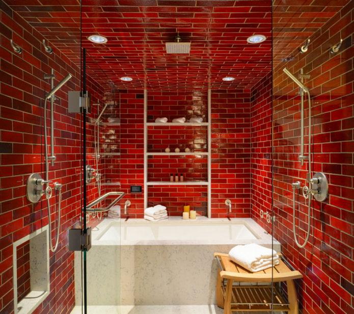 ванная отделанная красной плиткой