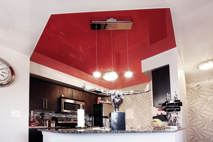 потолок на кухне нестандартной формы пятиугольника