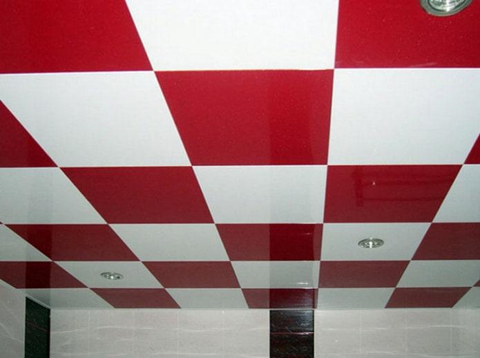 красно-белый кассетный потолок