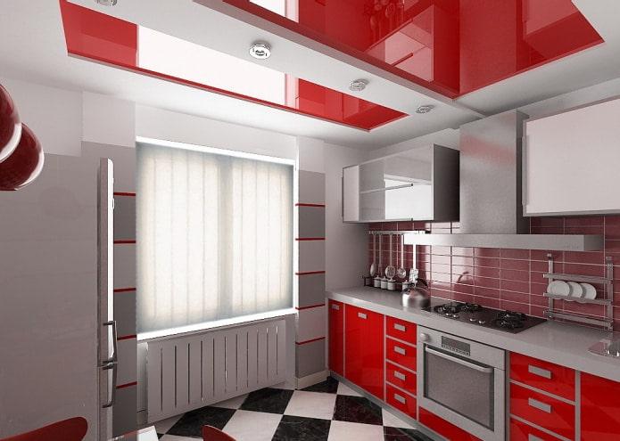 серые стены и красно-белый потолок