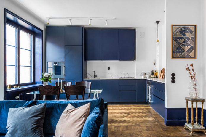 минималистичная кухня-студия синего цвета