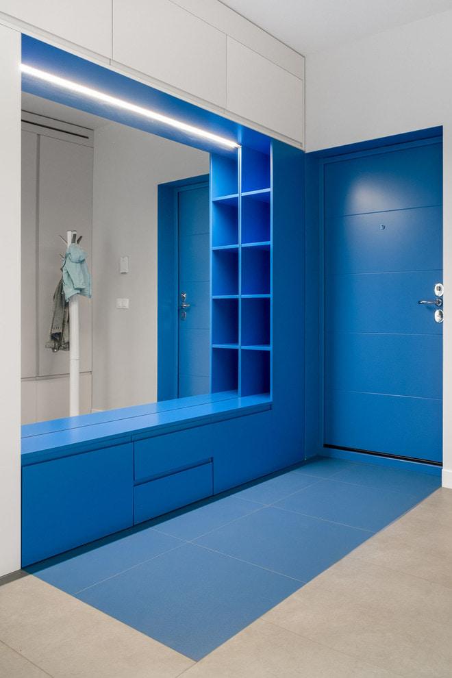 синие двери