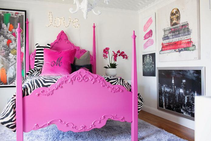 розовая кровать