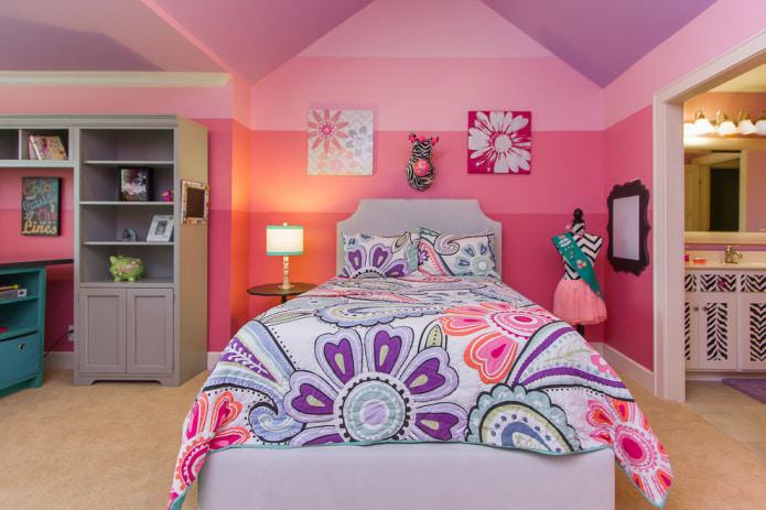 Сиренево-розовая спальня