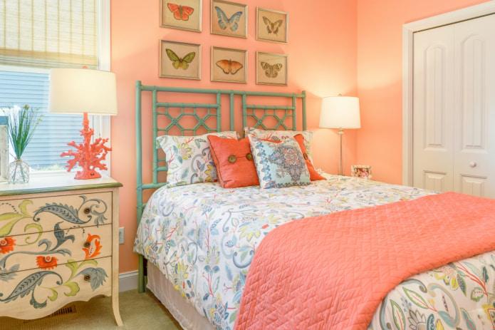 спальня в ярко-персиковых тонах