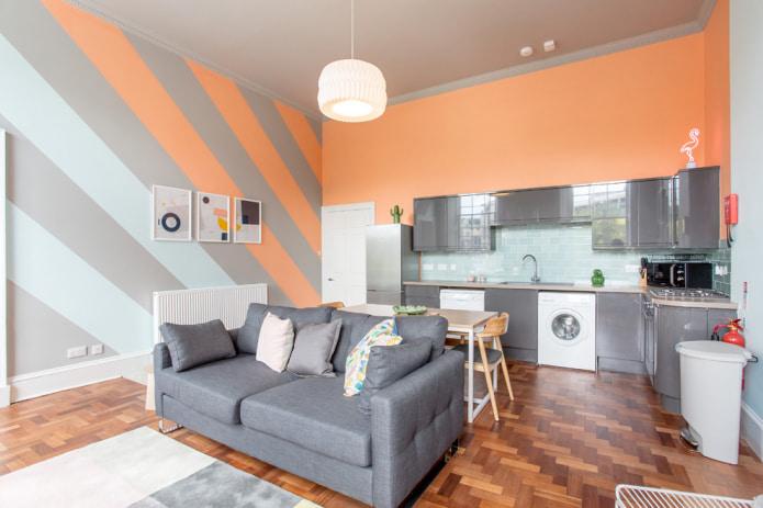 Серо-персиковая кухня-гостиная