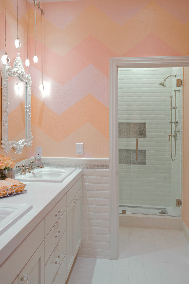 Розово-персиковая ванная