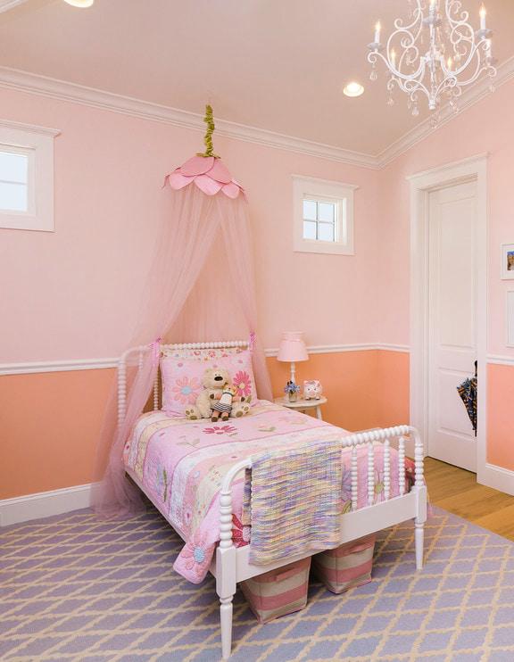 Розово-персиковая детская