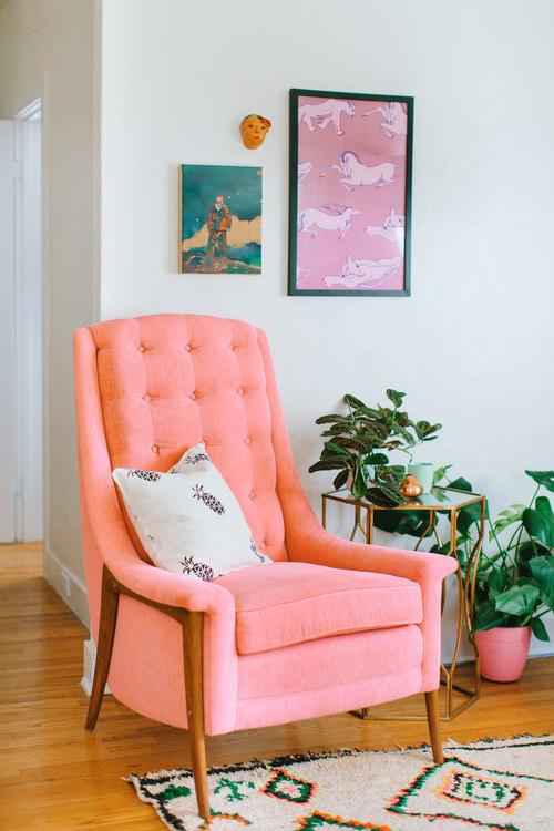 персиковое кресло