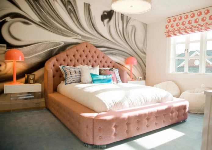 персиковая кровать
