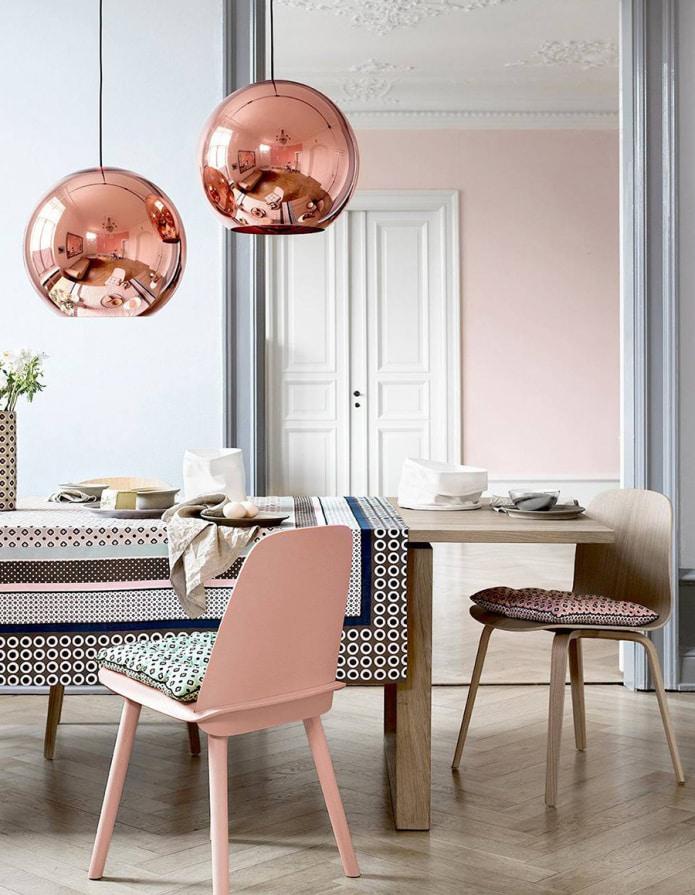 персиковый стул
