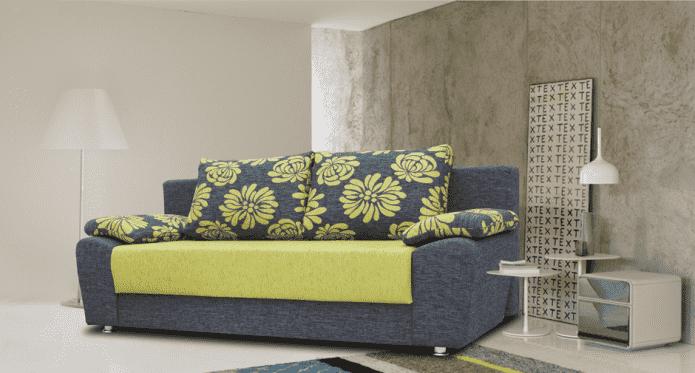 диван с зелеными цветами