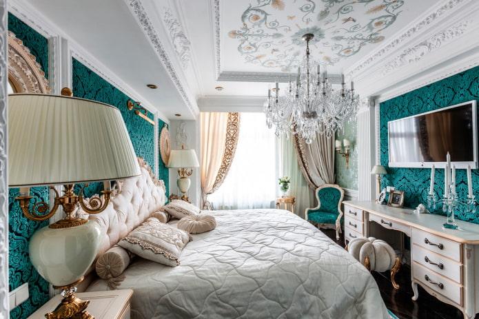 потолок декорированный лепниной и росписью