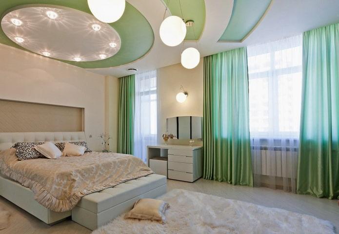 потолок в белом и зеленом цвете