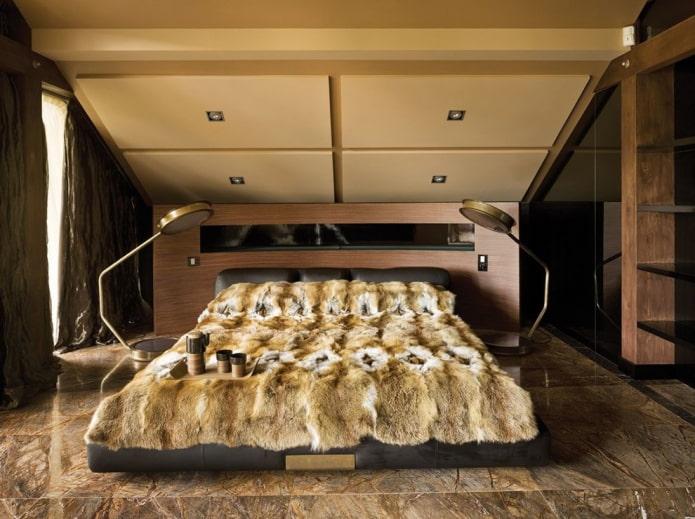 скошенный потолок в спальне