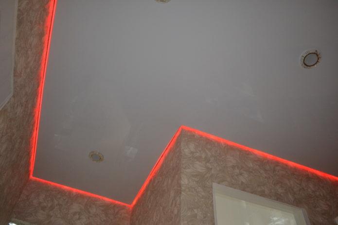 парящая конструкция с красной подсветкой