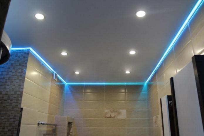 парящая потолочная конструкция с подсветкой по периметру