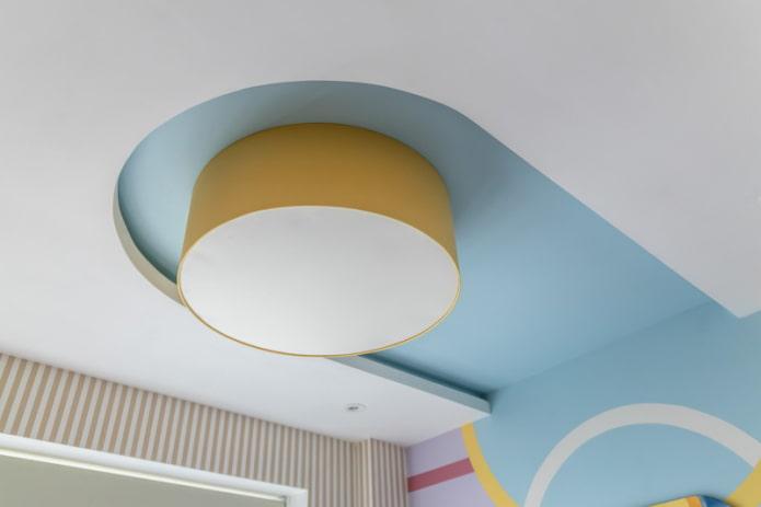 парящий потолок с выключенной подсветкой