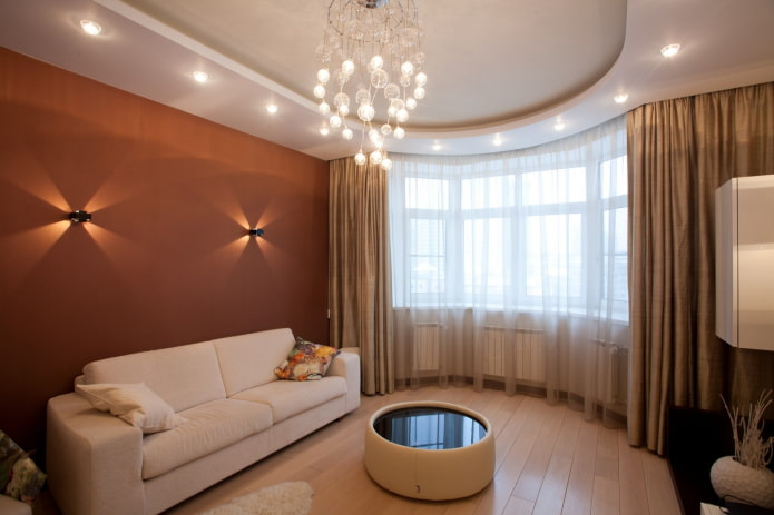 гипсокартонная конструкция в гостиной с эркером