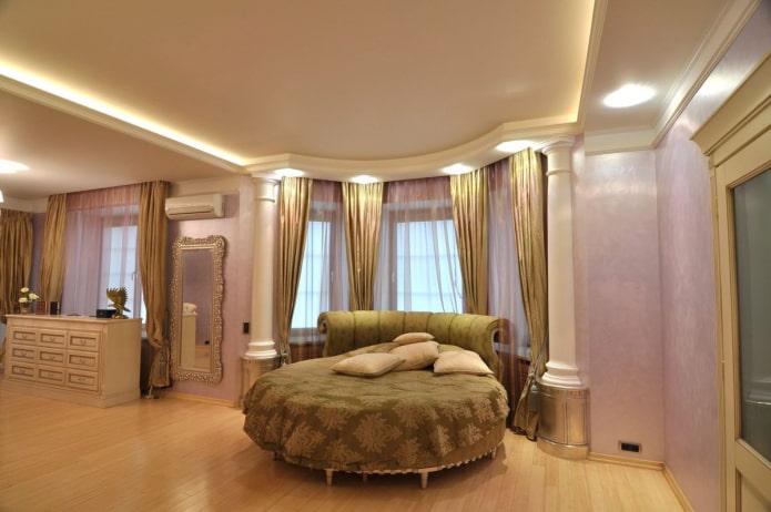 гипсокартонная конструкция в спальне с эркером
