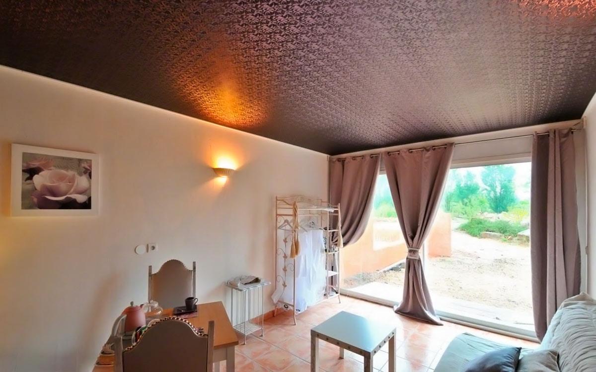 дизайн комнаты с кривым потолком фото двух эпизодах