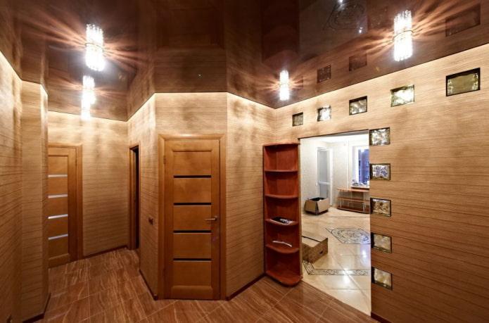 натяжная потолочная конструкция коричневого цвета