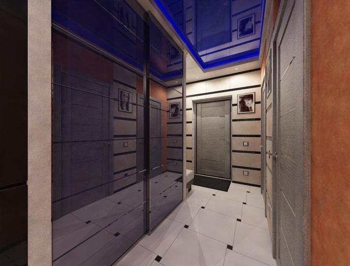 синияя натяжная конструкция в коридоре