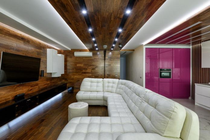 потолок из дерева с точечными светильниками