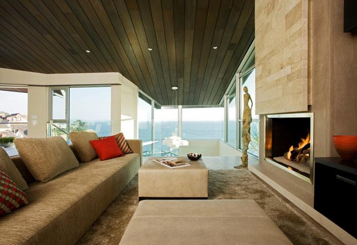 коричневый потолок из дерева в гостиной