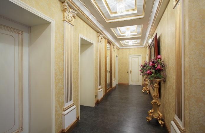 кессонная потолочная конструкция в коридоре