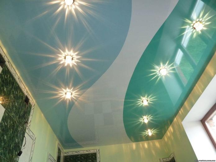 Потолок в голубом цвете: 70 фото, примеры натяжных, глянцевых, бело-голубых и других вариантов