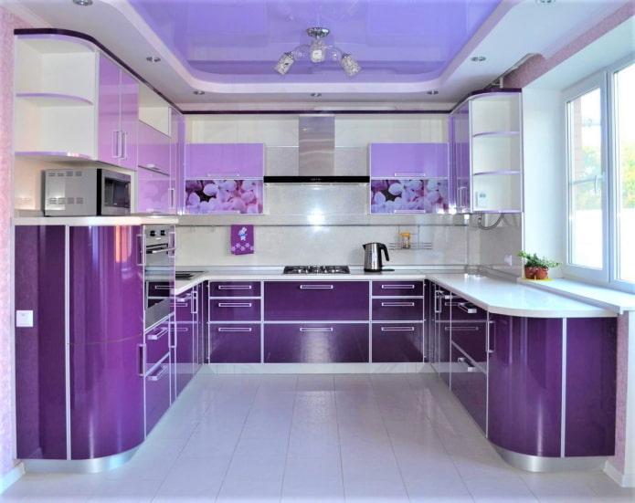 лавандовый потолок в кухне