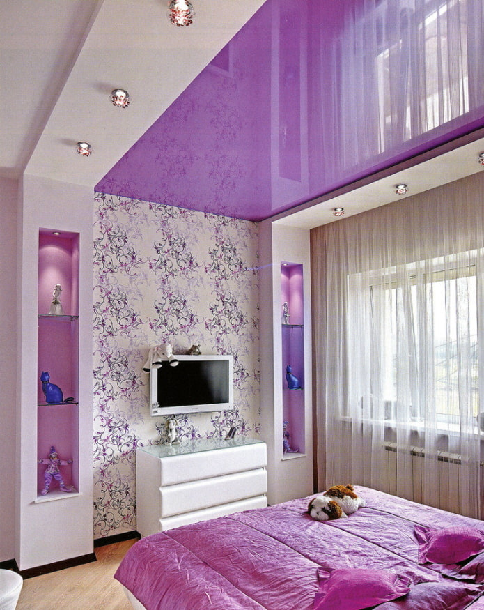 глянцевый потолок сиреневого цвета