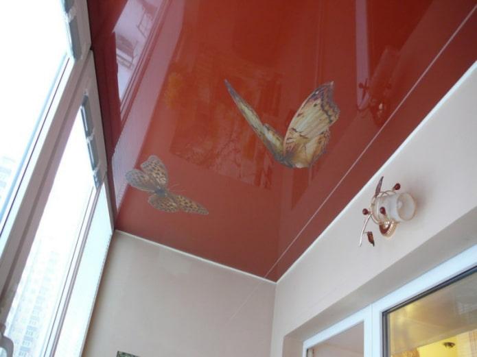 глянцевое натяжное полотно на лоджии