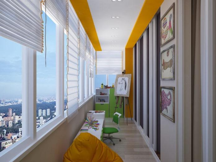двухцветное потолочное покрытие на лоджии
