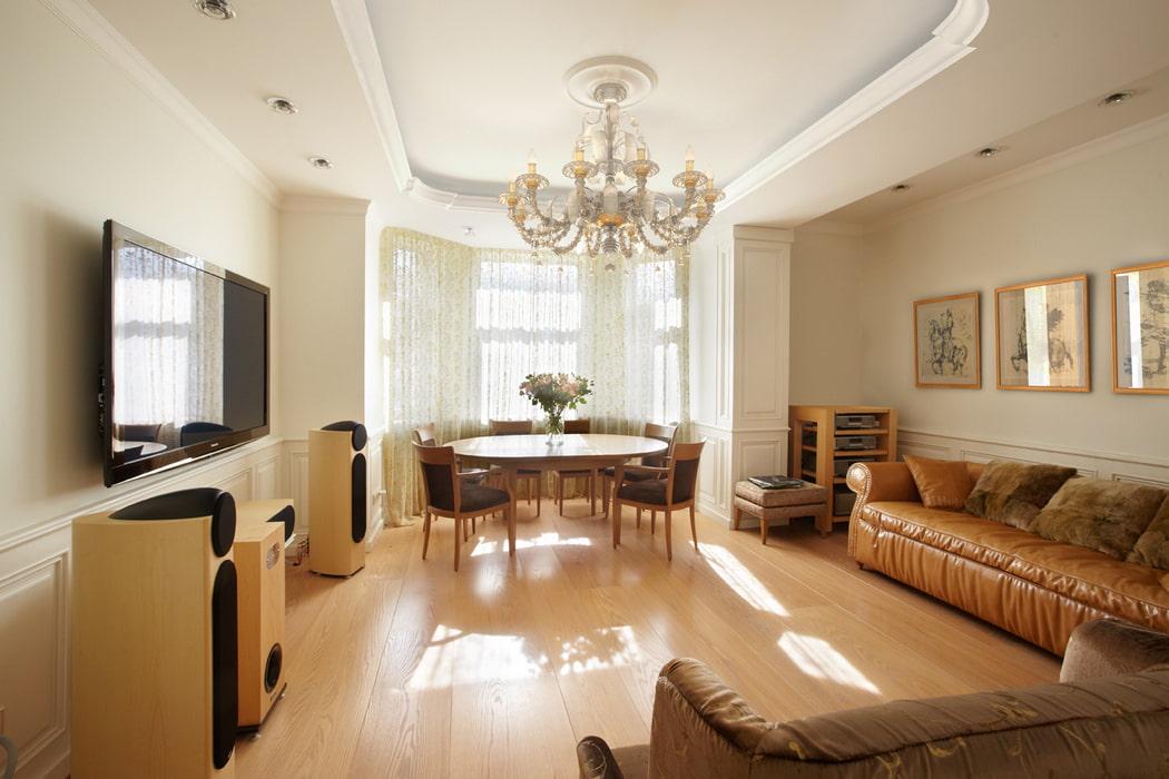 Фото ремонтов гостинных с эркером большим столом