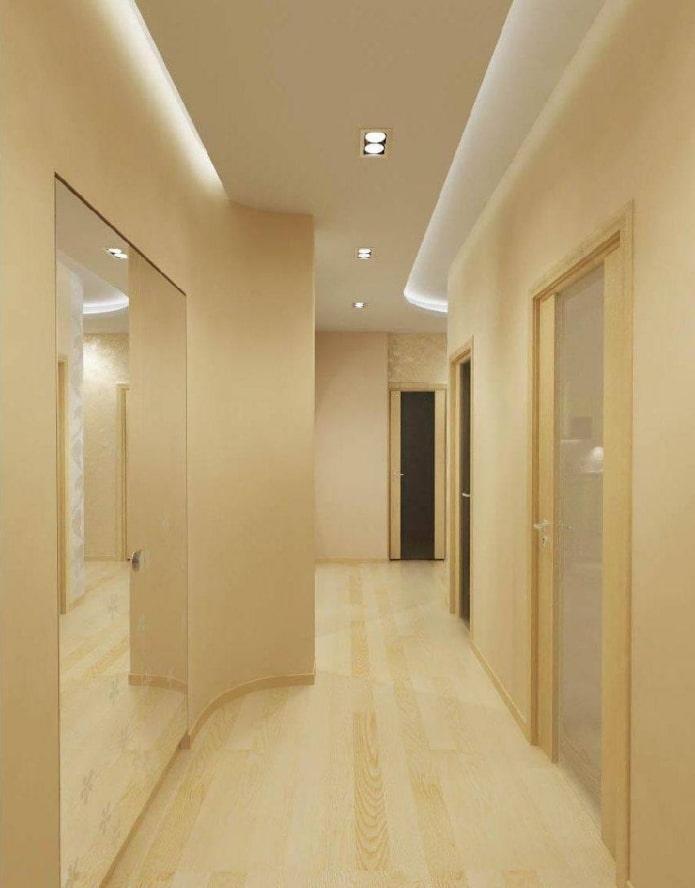 двухуровневая потолочная конструкция в прихожей
