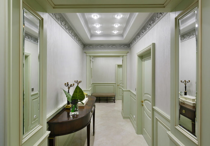 дизайн потолка в прихожей в стиле неоклассика