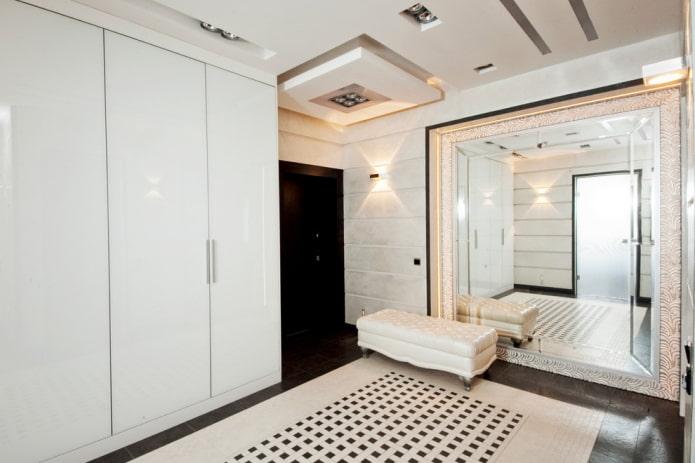 Какой лучше сделать потолок в прихожей: 80 фото, примеры отделки коридора