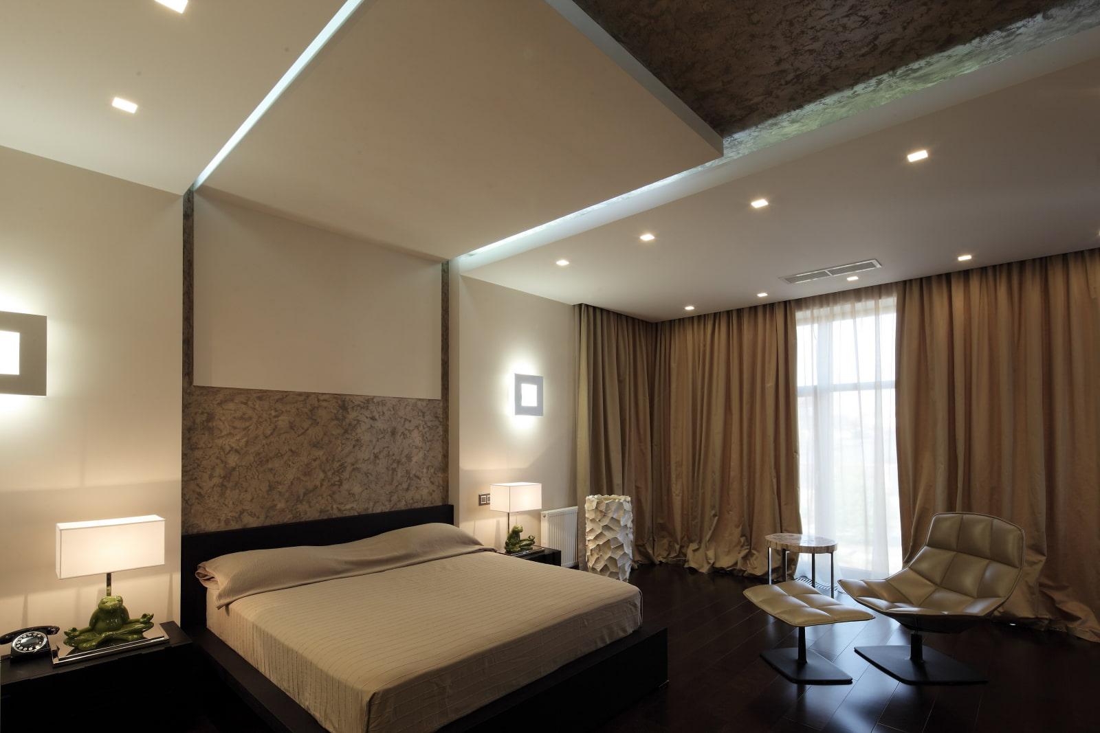 натяжной потолок в спальне с подсветкой фото сказала