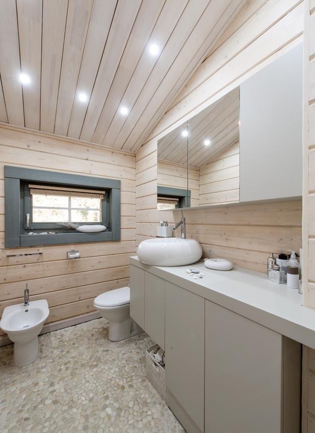 деревянный потолок в санузле