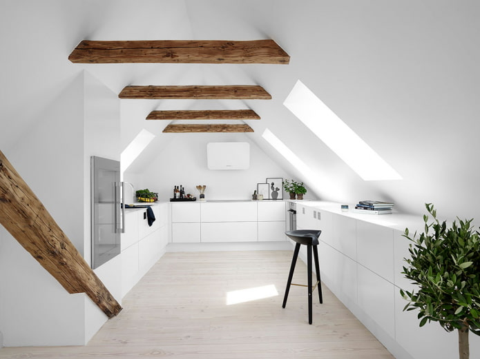 потолочная конструкция на мансарде в стиле минимализм