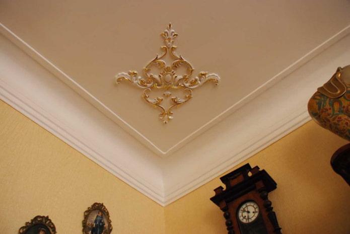 лепной декор в углу потолка
