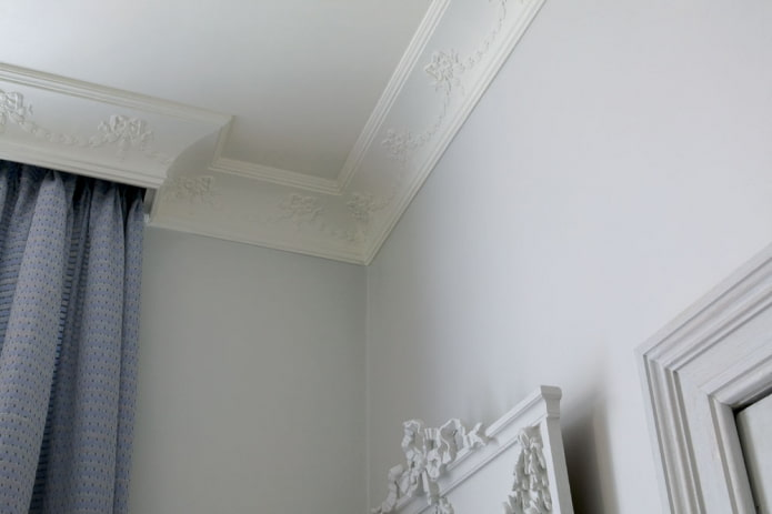 гипсовая потолочная галтель