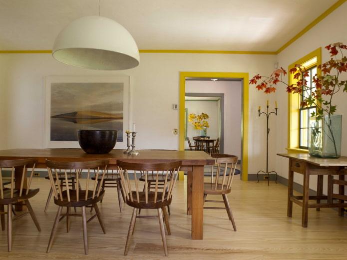 потолочные галтели желтого цвета в интерьере