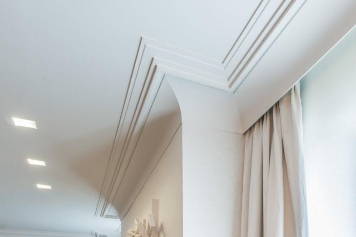 потолочная галтель в форме лесенки